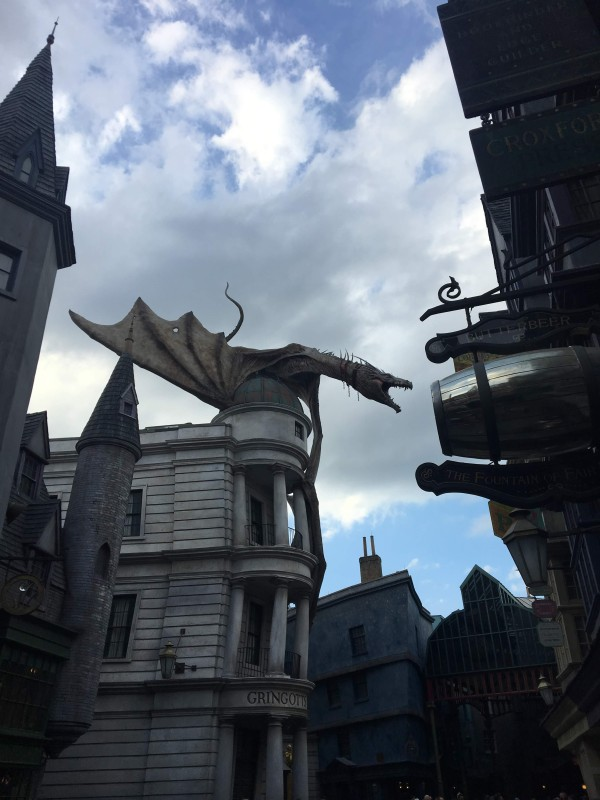 diagon alley universal orlando dragon